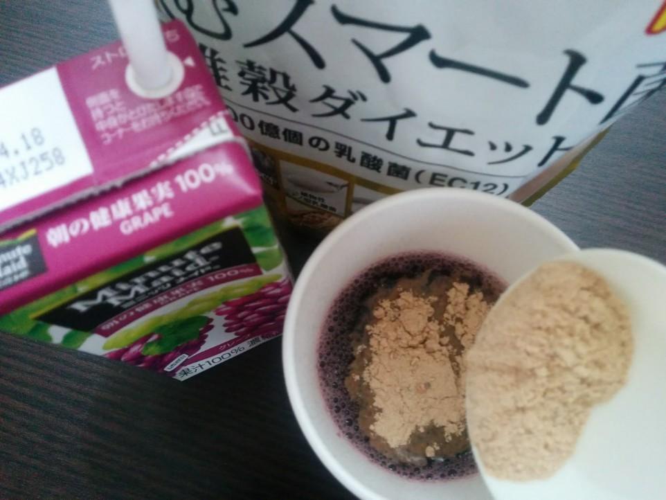 飲むスマート菌を無調整豆乳に混ぜてる写真