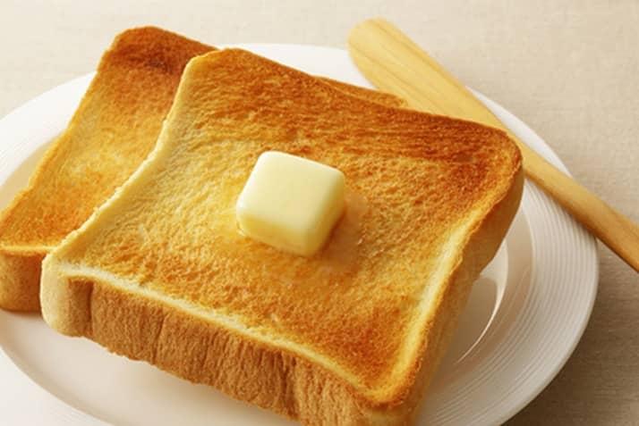お米やパンなど炭水化物をたくさん食べている